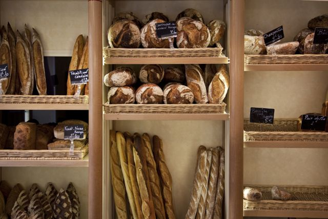 BREAD DISPLAY MEDIUM