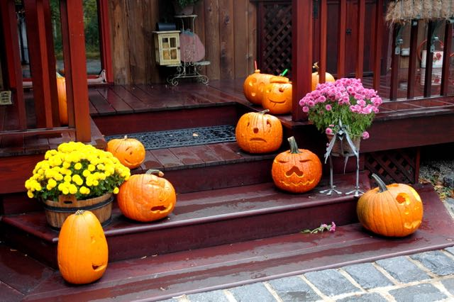PUMPKINS-ON-THE-PORCH-2